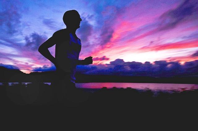 Běžci, reflexní vesta vám může zachránit život