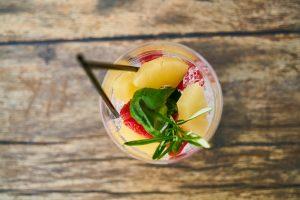 Zpestřete si pitný režim ovocem