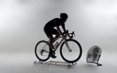 Cyklotrenažer na takové to domácí šlapání